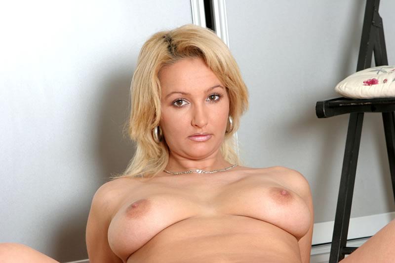 seksikäs blondi kostamus naiset